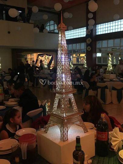 Torre Eiffel de un metro con led