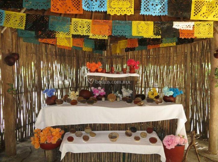 El altar en la palapa maya