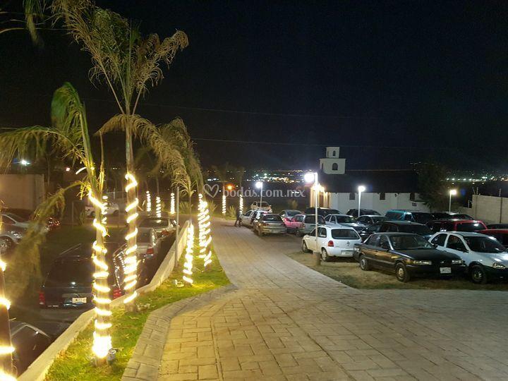 Estacionamiento iluminado