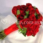 Ramo natural de rosas rojas