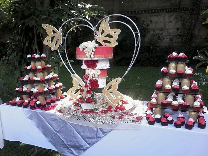 Corazón con pastel colgando