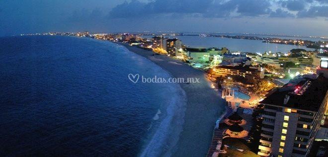 Panorámica nocturna de Cancún