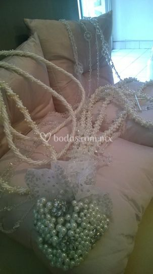 Lazos de cristal y cordón