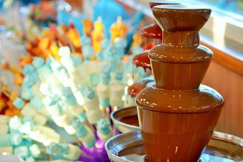Fuente de chocolate y bombones