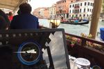 Venecia atendiendo cita