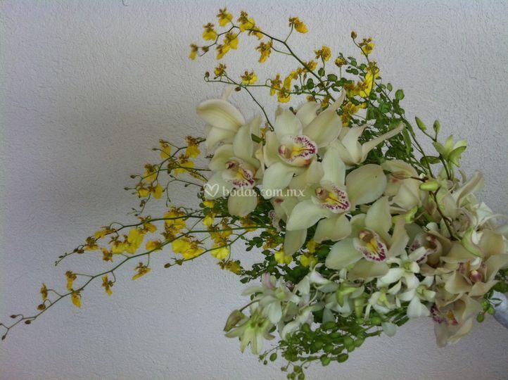 Ramo de novia con 3 tipos de orquídeas