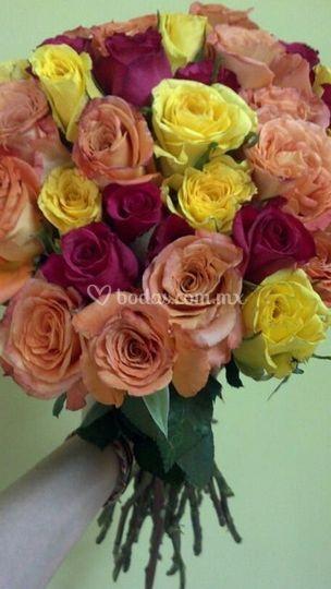 Ramo de rosas de variados colores