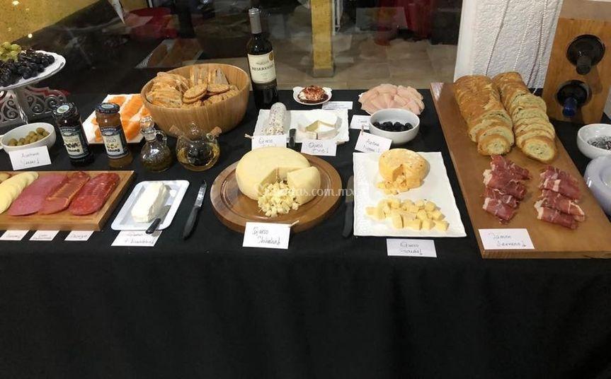 Mesa de carnes frías y queso
