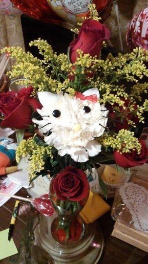 Arreglo floral de hello kitty
