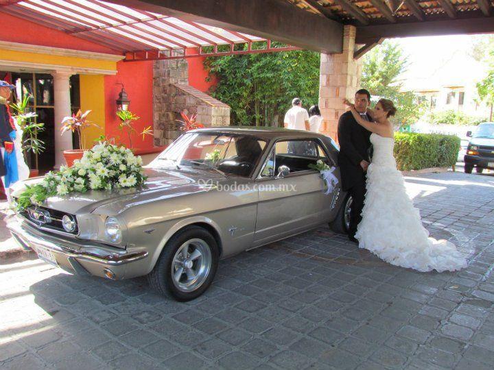 Renta de coches para boda - Mustang1965