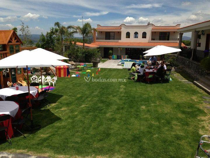 Sal n milagro for Imagenes de jardines para fiestas