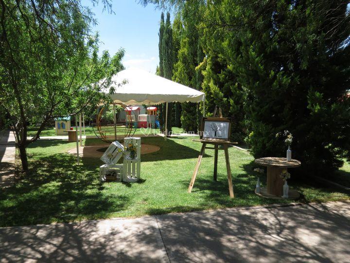 Área de juegos en jardín