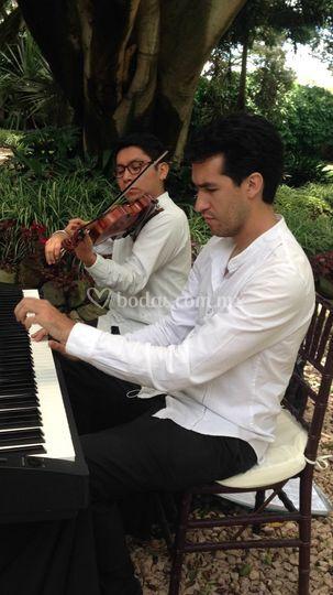 Dúo violín y piano en misa