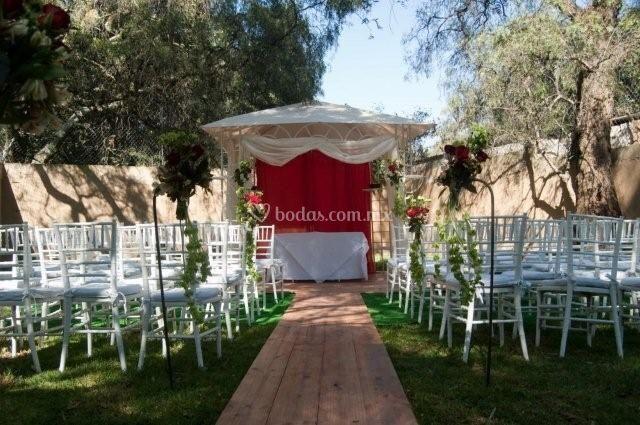 Montaje para su ceremonia incluida GRATIS en todos nuestros planes de boda de Jardín Real de San Mateo