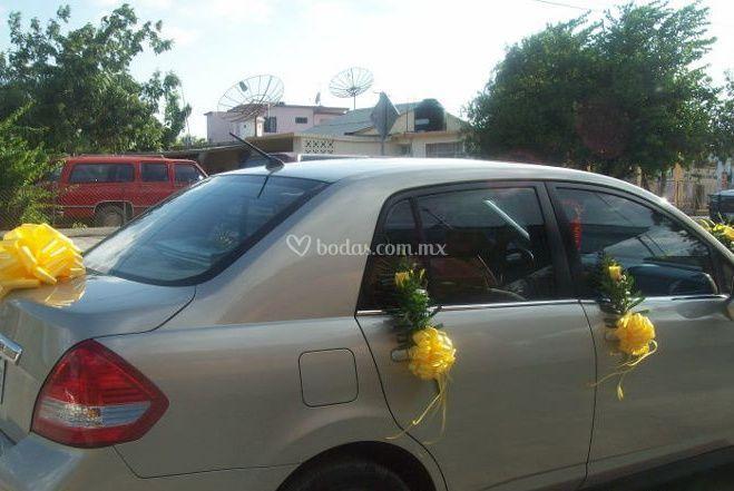 Decoración floral del coche