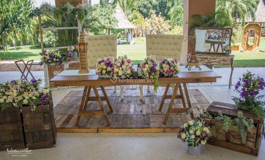 Hermosa mesa de novios