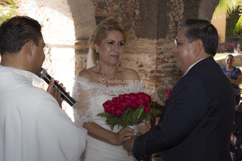 La novia feliz