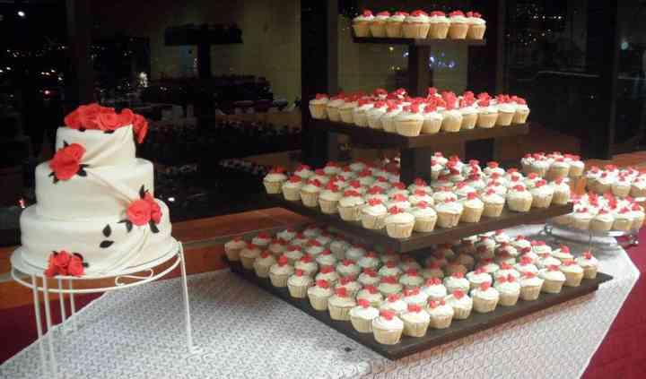Pastel y cupcakes