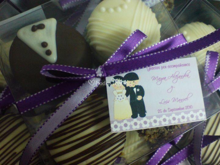 Caja de 4 alfajores decorado para boda