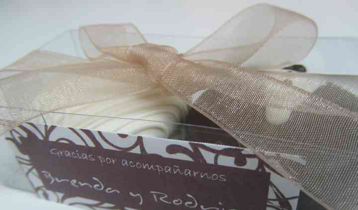 Caja de alfajores recuerdo para boda