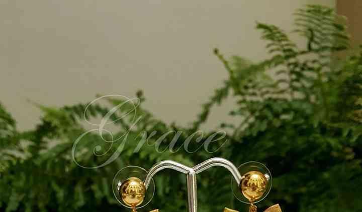 Aretes perla gota moño dorado