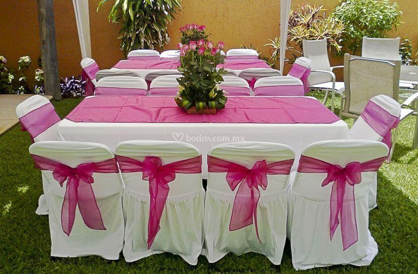Mesa con mantel y cubremantel
