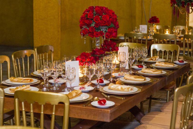 Elegancia en rojo y dorado