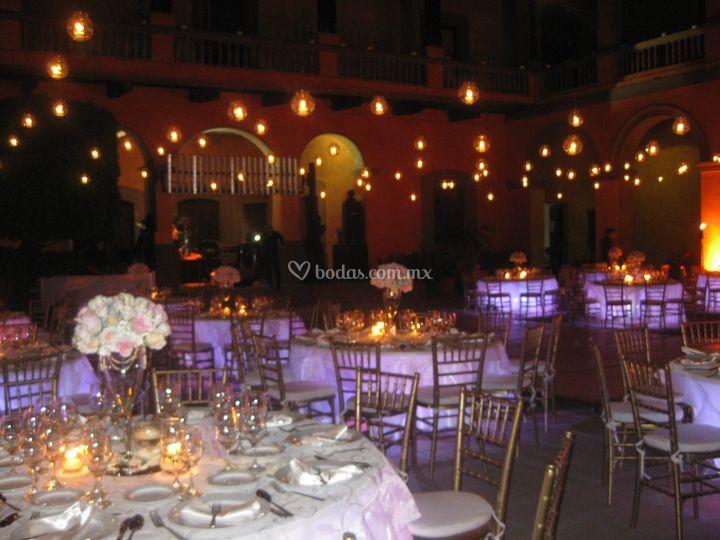 Mesas iluminadas y bombillas