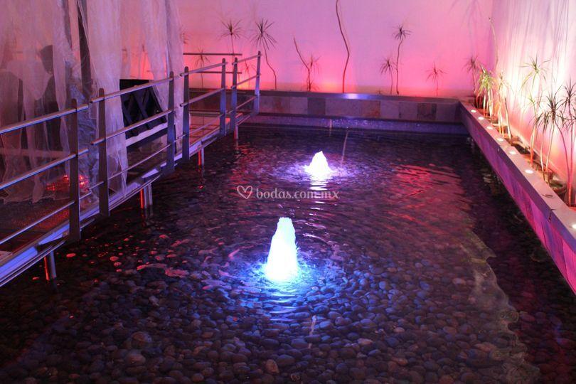 Chorros de agua iluminados