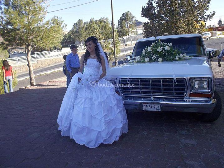 La novia y su auto