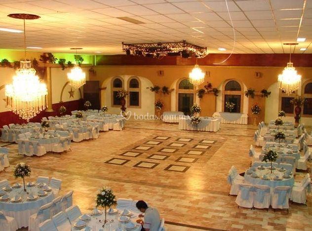 Amplio salon de fiestas