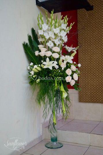 Lateral Con Lilis Gladiolas Y Rosas De Sunflower Diseño
