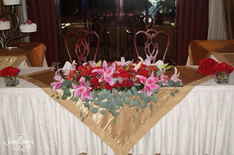 Mesa principal rosas y satrgeizer