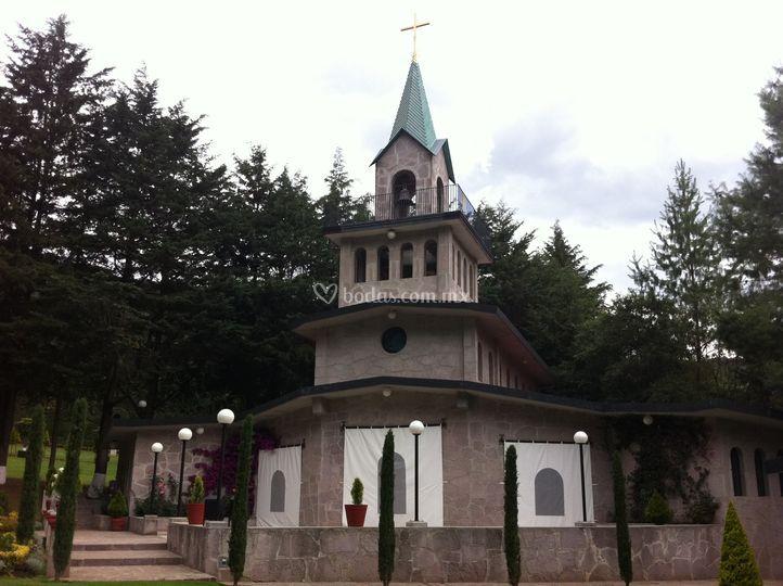 Iglesia dentro de la Finca