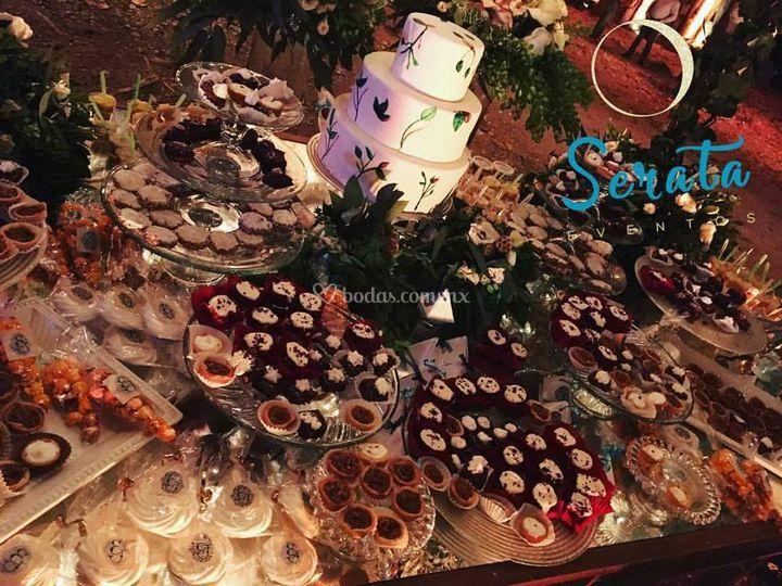 Mesa de dulces y pastel utiler