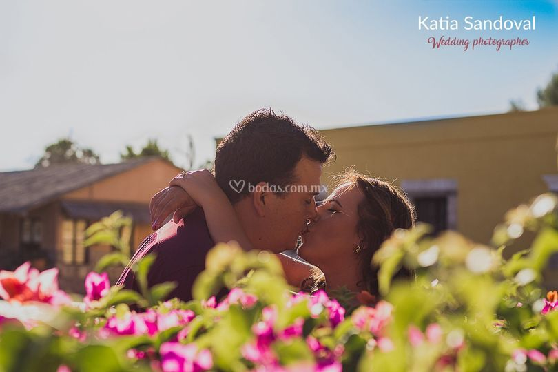 Un beso de los futuros esposos