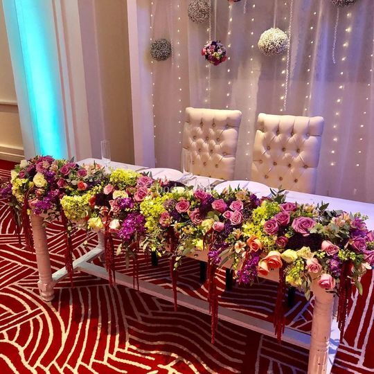 Mesa de novios lila.