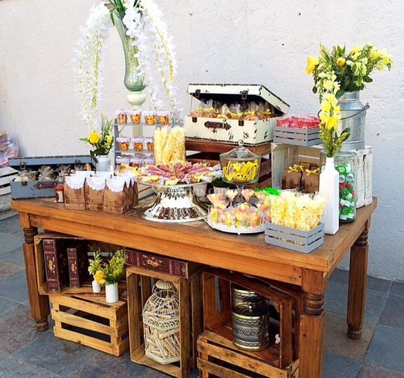 Carreta de dulces de casa leonarda fotos for Decoracion mesa rustica
