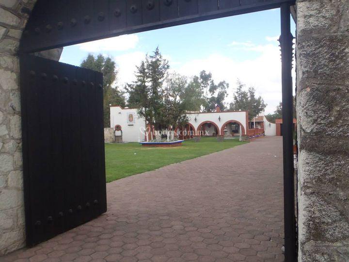 Portón jardín
