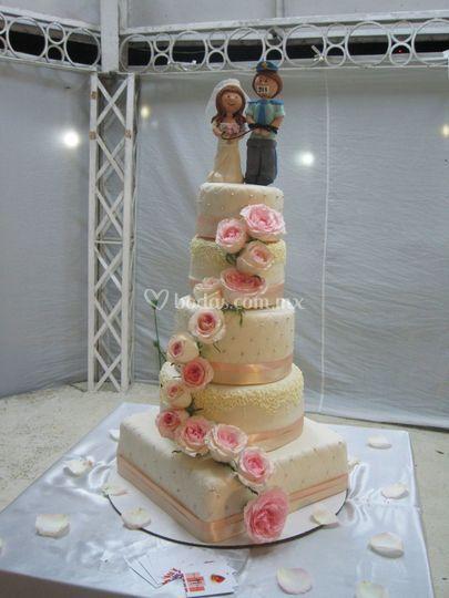 Pastel boda rosas naturales