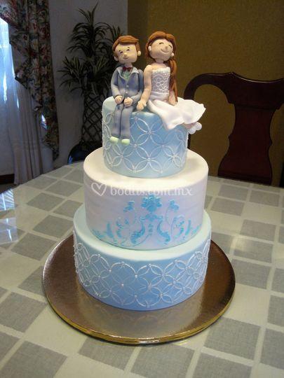 Pastel boda blanco y azul