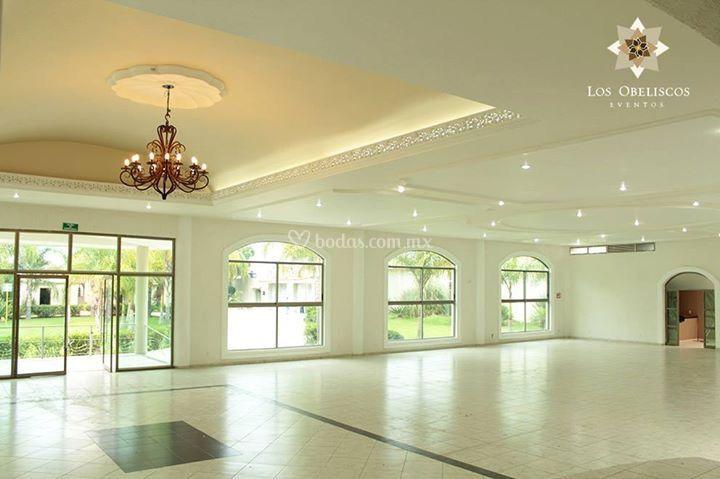 Amplios y elegantes espacios
