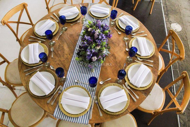 Montaje con mesa redonda