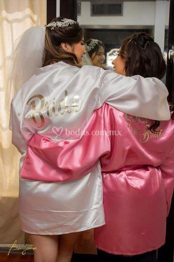 Batas de novia y dama con vinyl