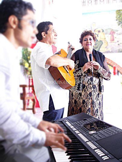 Cantando con devoción