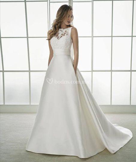 Elegante vestido de raso