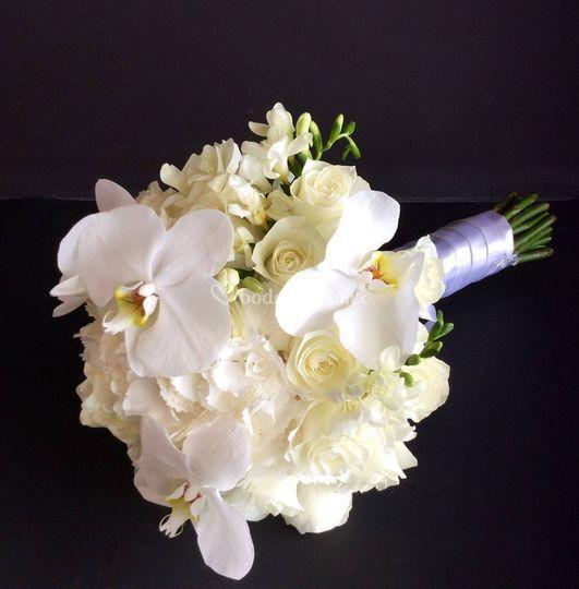 Ramo blanco de novia