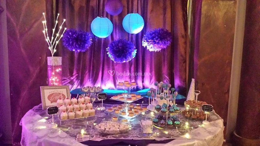 Pasteles d 39 mila for Mesa de dulces para xv anos