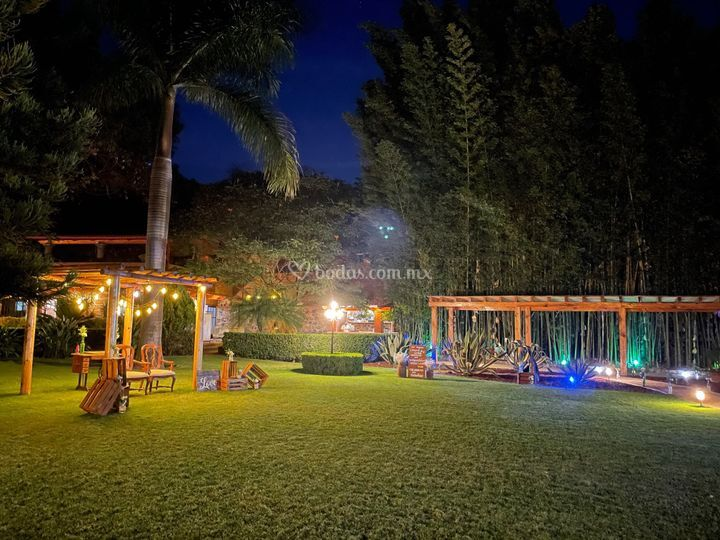 Jardín de noche
