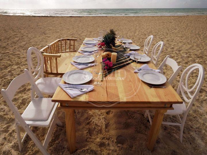 Mix de sillas y mesas